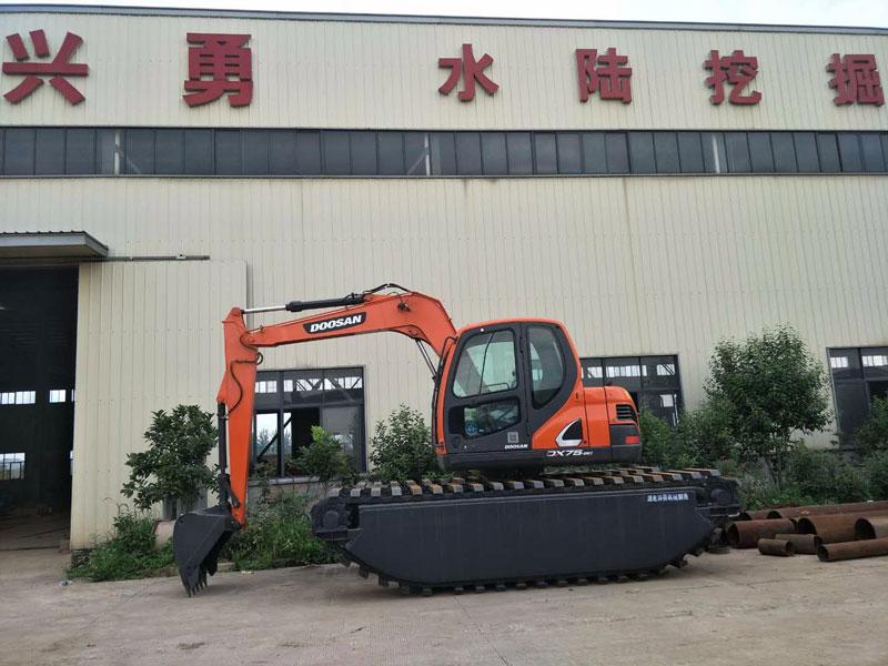 斗山DX75标配8吨级水陆挖掘机浮箱
