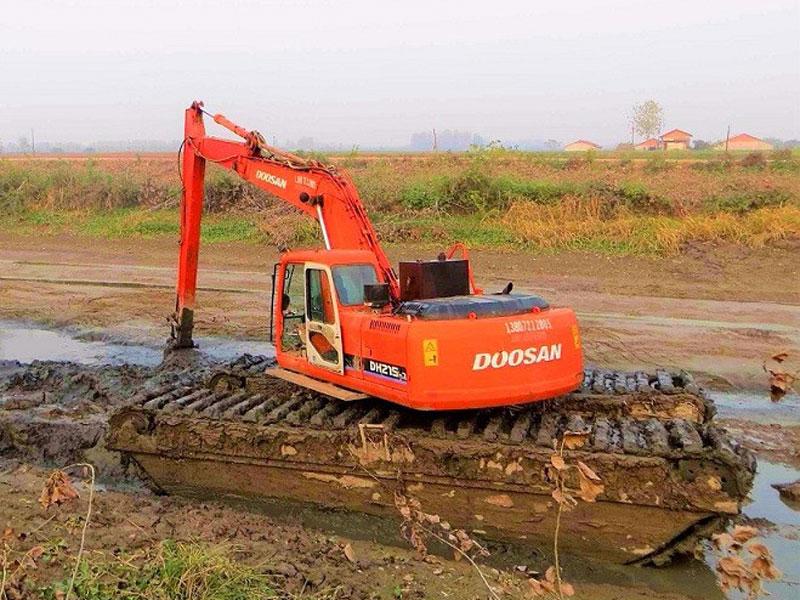 水陆挖掘机加长臂_加长臂挖掘机出租改装价格