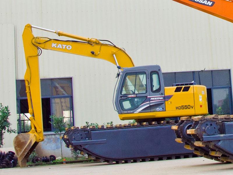 加藤HD550标配8吨级水陆挖掘机浮箱