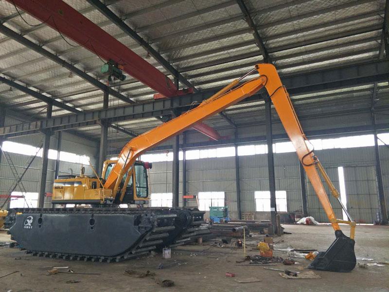 山东临工E6150F标配15吨级水陆挖掘机浮箱