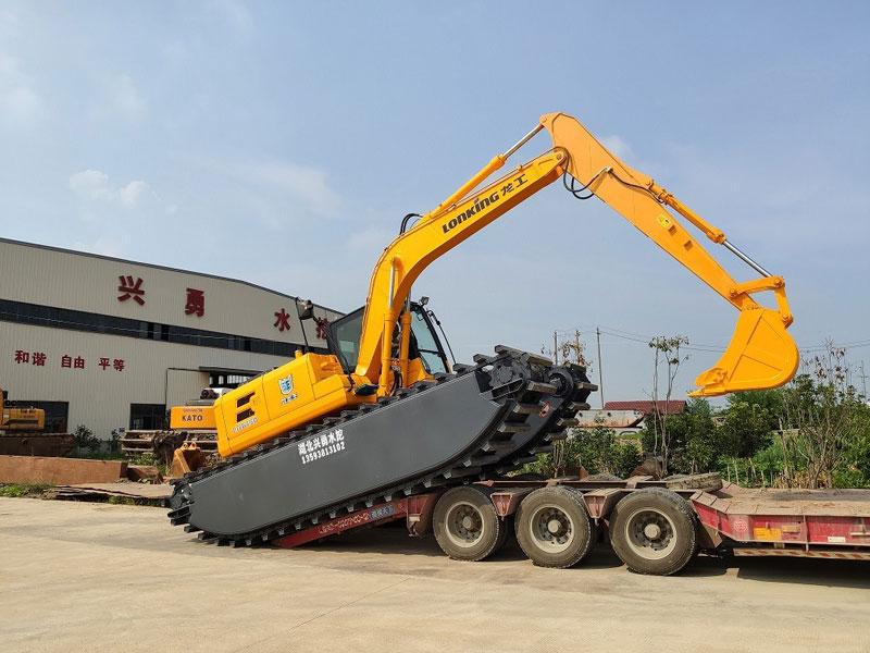 龙工LG6150标配15吨级水陆挖掘机浮箱