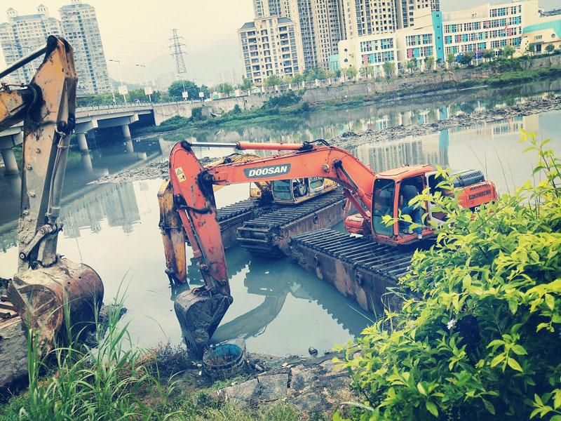 斗山DH150标配15吨级水陆挖掘机浮箱