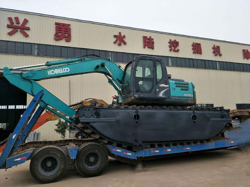 神钢SK180标配20吨级水陆挖掘机浮箱