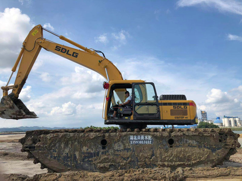 SDLG E6210F标配20吨级水陆挖掘机浮箱