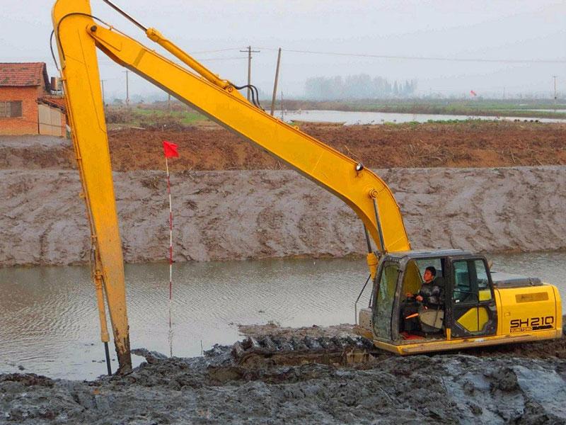 住友SH210标配20吨级挖掘机浮箱