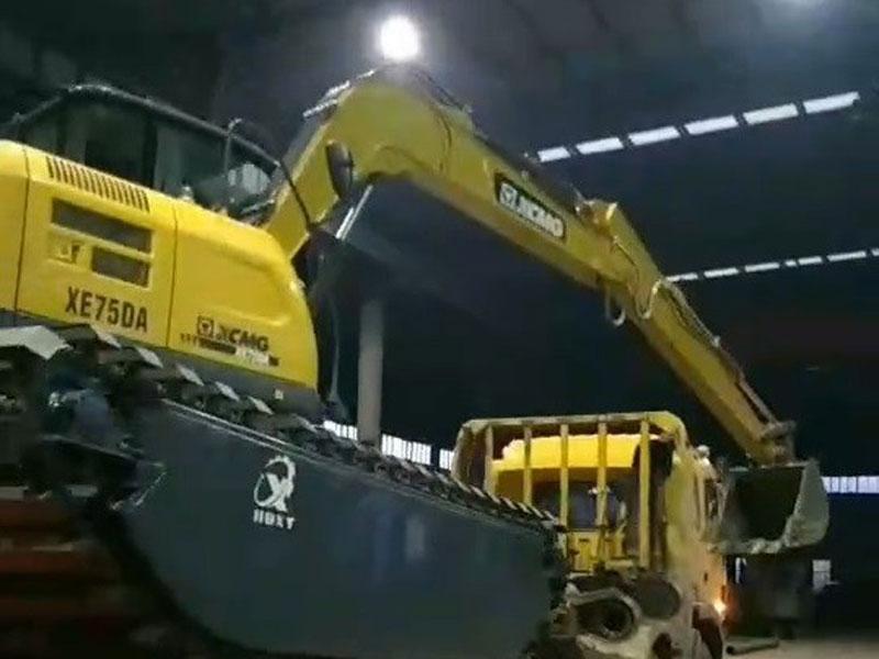 徐工XE75D标配8吨级水陆挖掘机浮箱